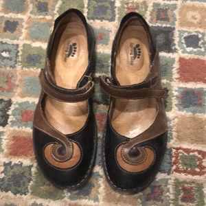 Spring Step swirl shoes
